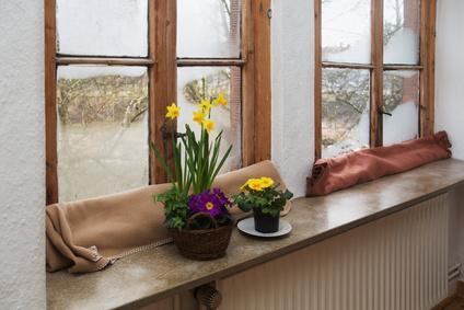 feuchte innenwand und schimmel wegen luftfeuchtigkeit. Black Bedroom Furniture Sets. Home Design Ideas